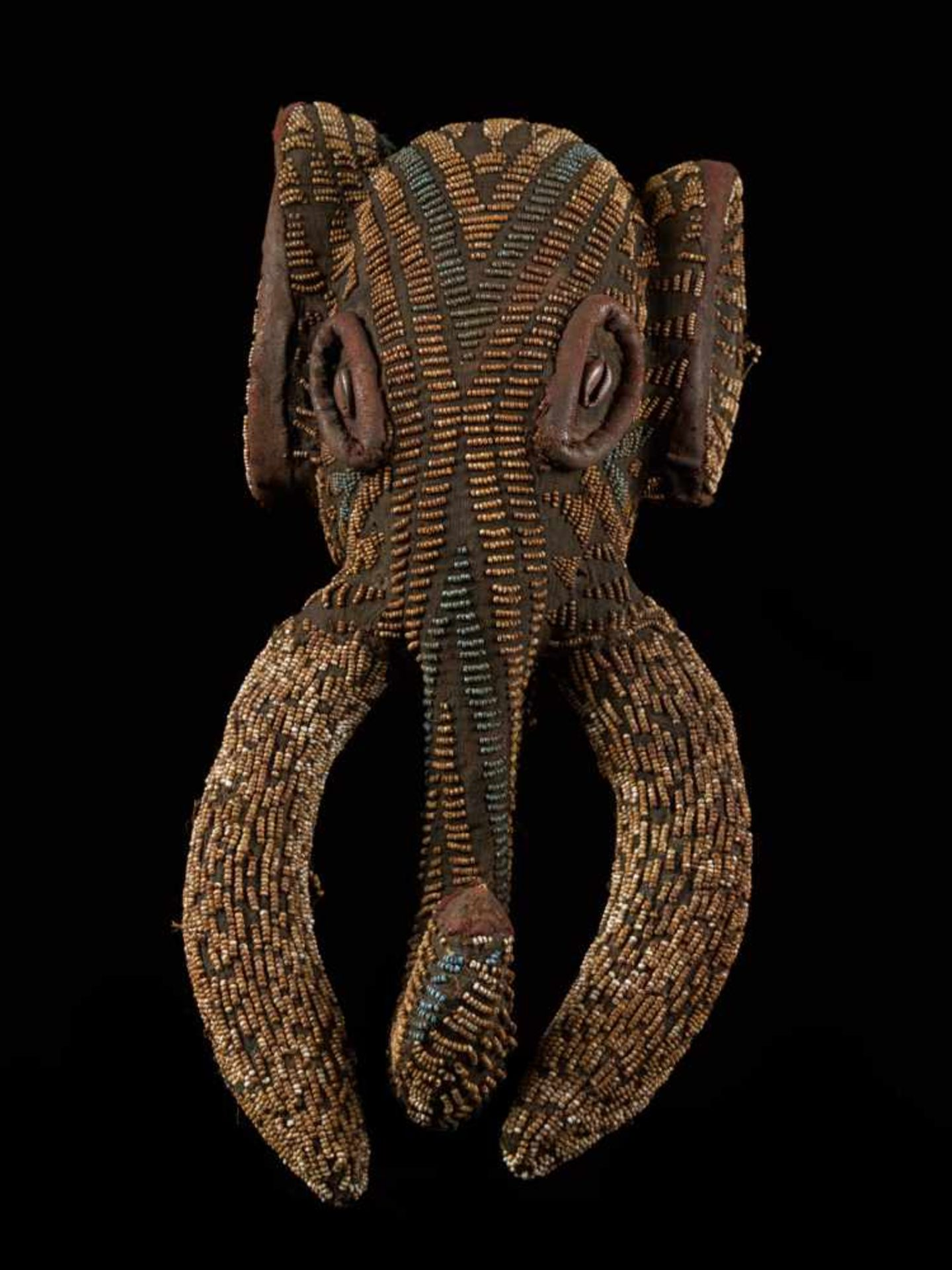 Beaded Small Elephant Mask - Tribal ArtAn enthralling elephant mask that is decorated with glass - Bild 3 aus 7