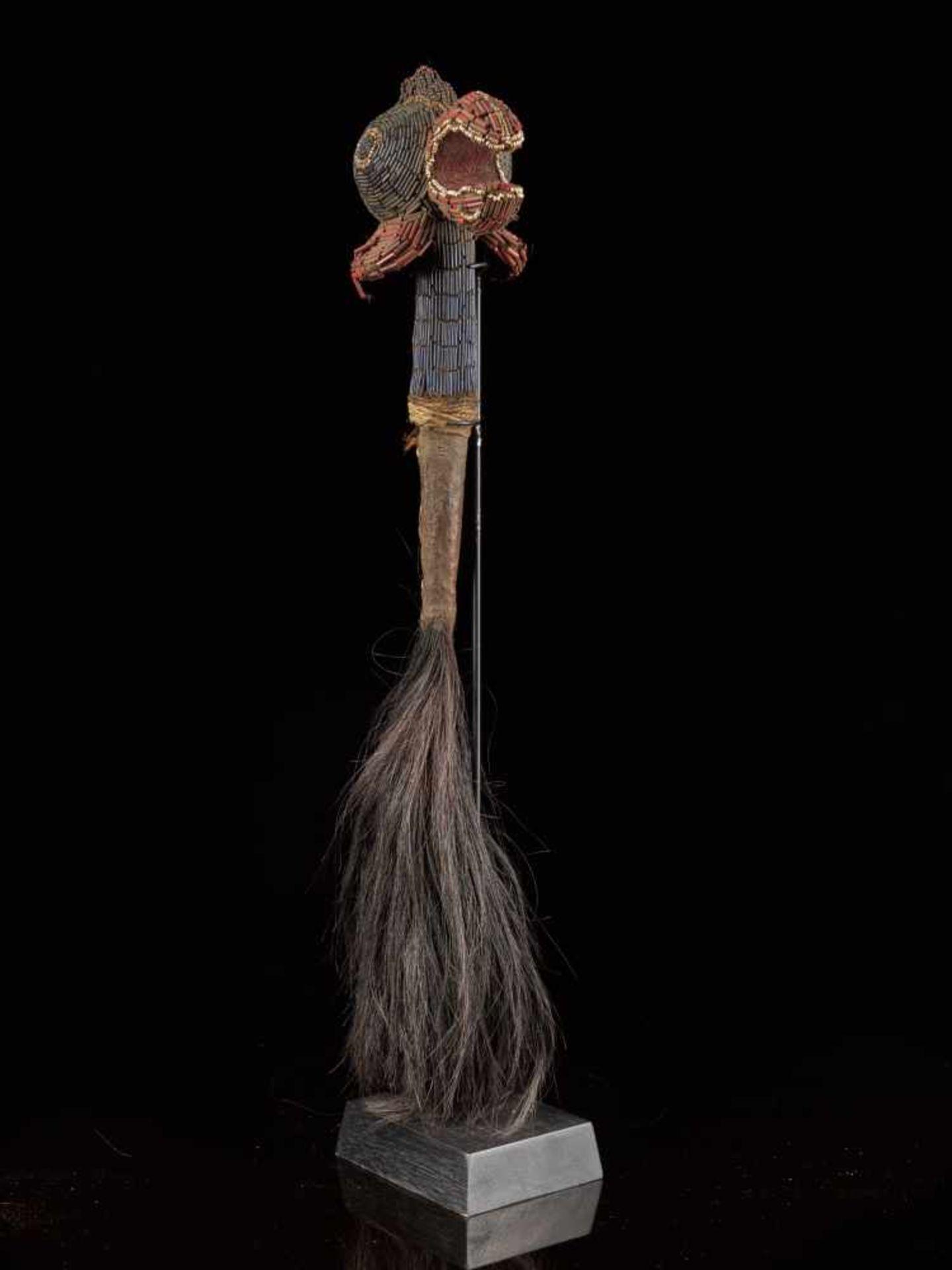 Beaded Flywhisk - Rooster - Tribal ArtThe Royal Fly Whisks (ethnic names: see leng koko or beuka) - Bild 2 aus 8