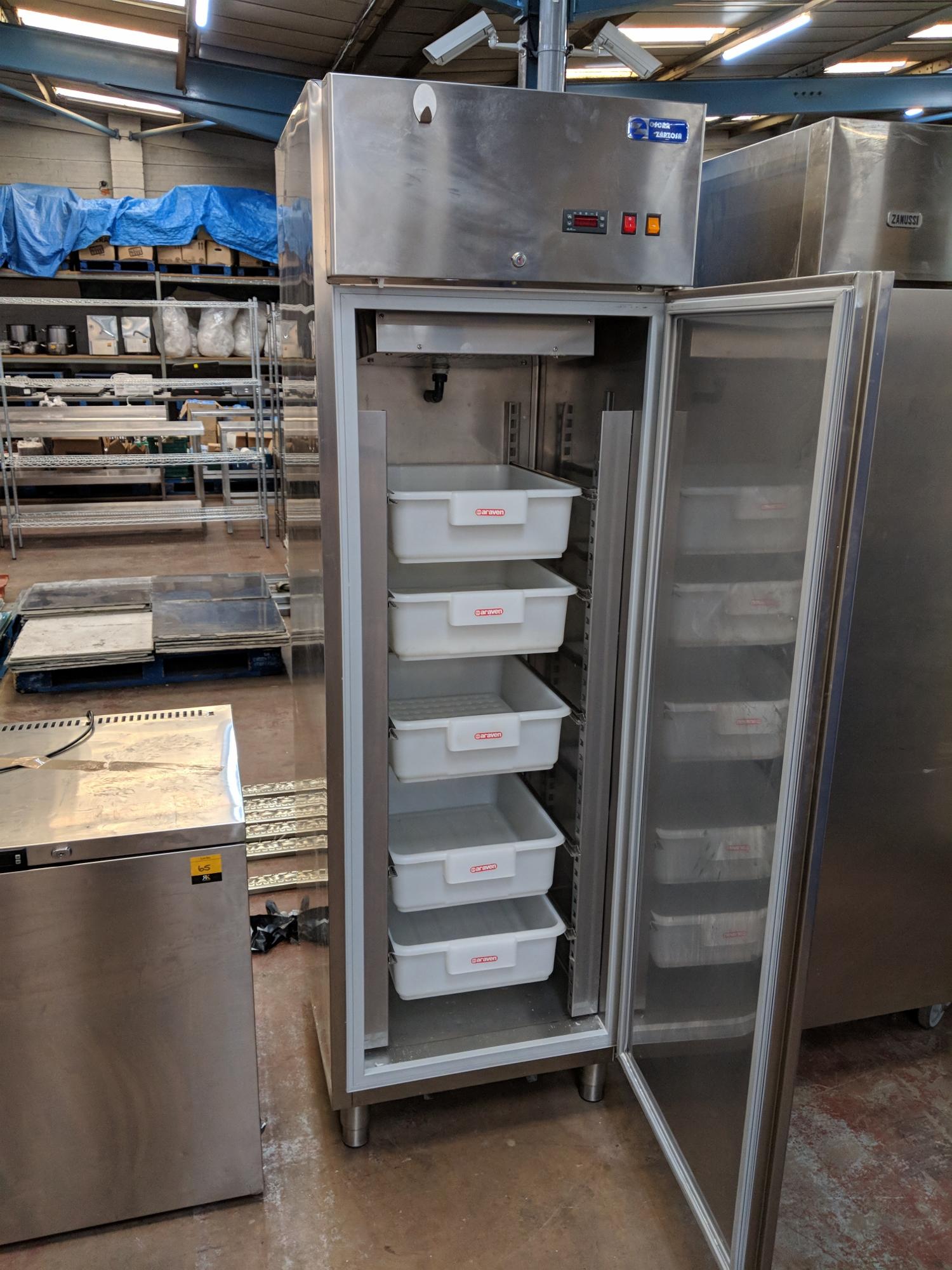 Oscar Zarzosa Refrigerator For Fish Buckets Model S P5