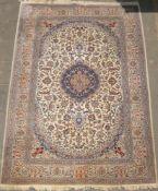 Großer schöner Nain in blau/beige. Vintage. Maße ca. 248x360 cm.Large beautiful Nain rug in blue/