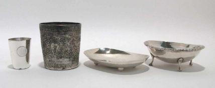Zwei Schälchen / kleiner Becher Italien, 19. Jh., bzw. Deutsch. Silber. Verschiedene Formen,