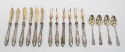 Sechs Obstmesser, sechs Obstgabeln, vier Mokkalöffel Deutsch. Silber, teilvergoldet. Reliefierte