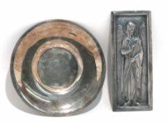 Untertasse Osmanisch, wohl 19. Jh. Silber. Feiner Perlrand. Marken. Min. verbeult. Ø 14,5 cm. 130 g.