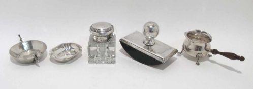 Tintenfass / Löschwaage / Kännchen / zwei Schälchen Silber, das Tintenfass mit Glaskorpus.