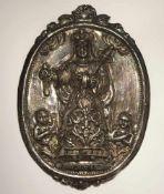 Plakette: Muttergottes Silber. Ovalmedaillon mit Jahreszahl 1880. Marke. Min. besch. 15,3 x 11 cm.