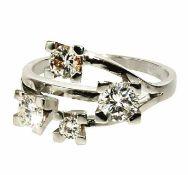 Diamantring 14 K WG, Marke (585). Der geschwungene Ringkopf besetzt mit vier Brillanten, zus. ca.