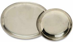 Ovale Platte / Schale Silber. Glatter profilierter bzw. an den Schmalseiten gekerbter Rand.