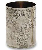 Becher London, um 1824/25 Silber, innen vergoldet. Zylindrisch. Gravierter Ranken-Behangdekor.