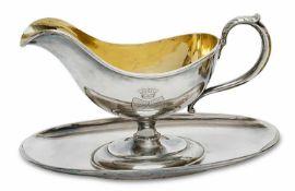 Saucière mit Untersatz St. Petersburg, um 1891 Silber. Innen vergoldete Saucière mit zur Schnaupe