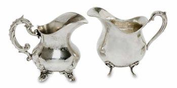Zwei Sahnekännchen Frankfurt a. M., Ad. Mayer sen. / Paris, Harleux Silber. Unterschiedliche