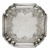 Kleines Tablett Moskau, um 1776 Silber. Quadratisch mit geschweift eingezogenen Ecken. Ziselierter