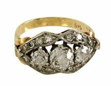 CocktailringUm 195014 K GG und WG, Marke (585). Besetzt mit drei Altschliffdiamanten, zus. ca. 1,1