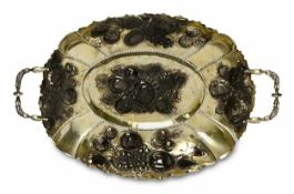FruchtschaleWohl BarockstilSilber, teilvergoldet. Ovale Schale auf vier Granatapfelfüßen, zwei