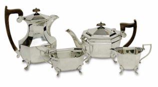 Kaffee-/Teeservice, 4tlg.Sheffield, 1933 - 1940, Viner's Ltd.Silber. Achtseitige Form auf vier