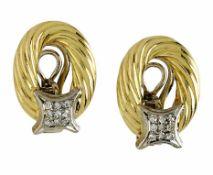 Ein Paar Ohrclipse18 K GG und WG, Marke (750). Kordeloptik, sternförmig besetzt mit
