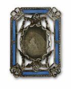 StellrähmchenSilber mit blauem Transluzidemail. Verglastes Mittelmedaillon in durchbrochener