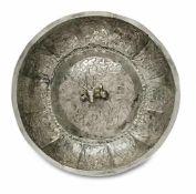 SchaleBalkan, 16. Jh.Silber. Runde Schale mit steiler, gerippter Wandung und leicht gewölbter Mitte.
