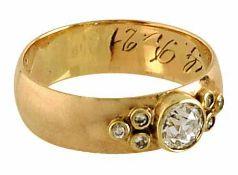 Diamantring14 K RG, Marke (585). Ehemals Ehering, besetzt mit einem Altschliffdiamant, ca. 0,47