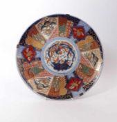 Imari-Platte Japan, Meiji-Periode, 19. Jh. Große, runde, sanft gemuldete Form über Standring; im