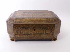Sehr feine Kassette China, 1. H. 19. Jh. Achteckiger Korpus auf geschnitzten Klauenfüßen mit