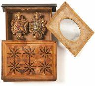 Schatulle in Buchform mit zwei Wappenkartuschen 1. Dr. 18. Jh. Oberseite mit Sternen-Marketerie in
