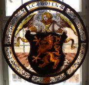 Fensterbild mit Wappen Bayern, 17. Jh. Runde Form, von Engel gehaltene Wappenkartusche mit Greif,