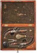 Ein Paar Steinschlosspistolen im Kasten 1. H. 19. Jh. Nussholzvollschäfte, Griffe mit Fischhaut-