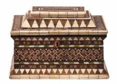 Kassette Venedig, Embriachi-Werkstatt - um 1500 Der rechteckige Korpus mit walmdachförmigem