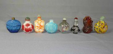 Kleine Sammlung Snuffbottles China, 19. und 20. Jh. Sieben Stück und ein Flakon; unterschiedliche
