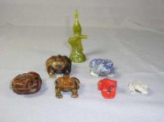 Kleine Sammlung an Kröten China u.a. Sechs vollplastische Tierfiguren. Unterschiedlichen Steine, u.