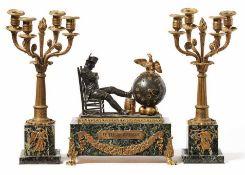 """Pendule """"Veille de Wagram"""" und Paar Kandelaber Paris, M. 19. Jh. Auf grünem Marmorpostament mit"""