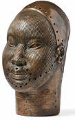 Kopf eines Oni (Königs)Nigeria, Ife, Ethnie der YorubaBronze, im Wachsausschmelzverfahren