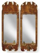 Paar George-II.-SpiegelEngland, M. 18. Jh.Hochrechteckiger Rahmen mit vergoldeter Konturierung,