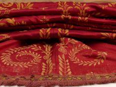 Seidener Wandbehang17./18. Jh.Rotgrundig mit goldfarbener, ornamentaler Stickerei, mittig aus zwei