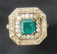 Smaragd-Diamant-Ring20. Jh.Glatte Schiene, oktogonale, getreppte Schauseite, besetzt mit