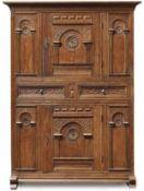 Kufenschrank im Renaissance-Stil19. Jh.Die Front gegliedert durch Schübe, Türen und gebogte