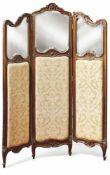 Paravent im Rokoko-Stil19. Jh.Dreiteilig, die Rahmen mit geschnitzten Blütenranken und Rocaillen, im