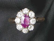 Brillant-Rubin-Ring20. Jh.Glatte Schiene mit gehöhter Schauseite, besetzt mit einem Rubin im