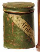"""Apothekergefäß18. Jh.Zylindrischer Korpus, auf Wandung Kartusche mit Bezeichnung """"Pulv. Salviae""""."""
