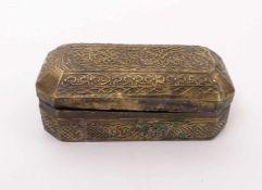 DeckeldoseVorderer Orient, wohl 18. Jh.Rechteckform mit abgeschrägten Ecken; flächendeckender