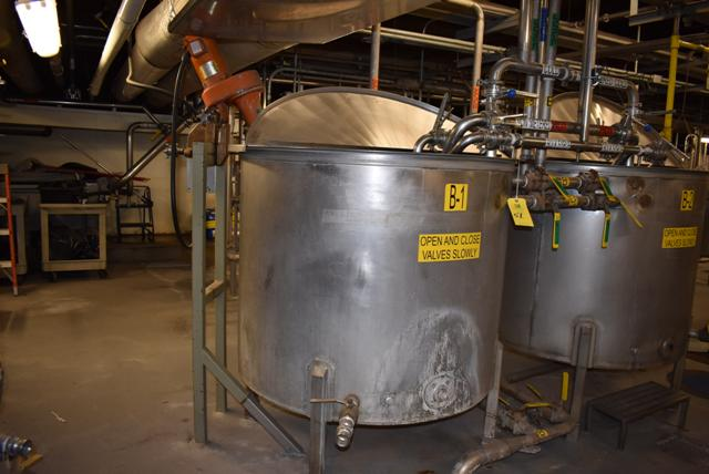 "Lot 51 - Stainless Steel Tank, 48"" Diameter x 42"" Depth/330 Gallon Capacity, Includes Motorized Mixer, ID B-"