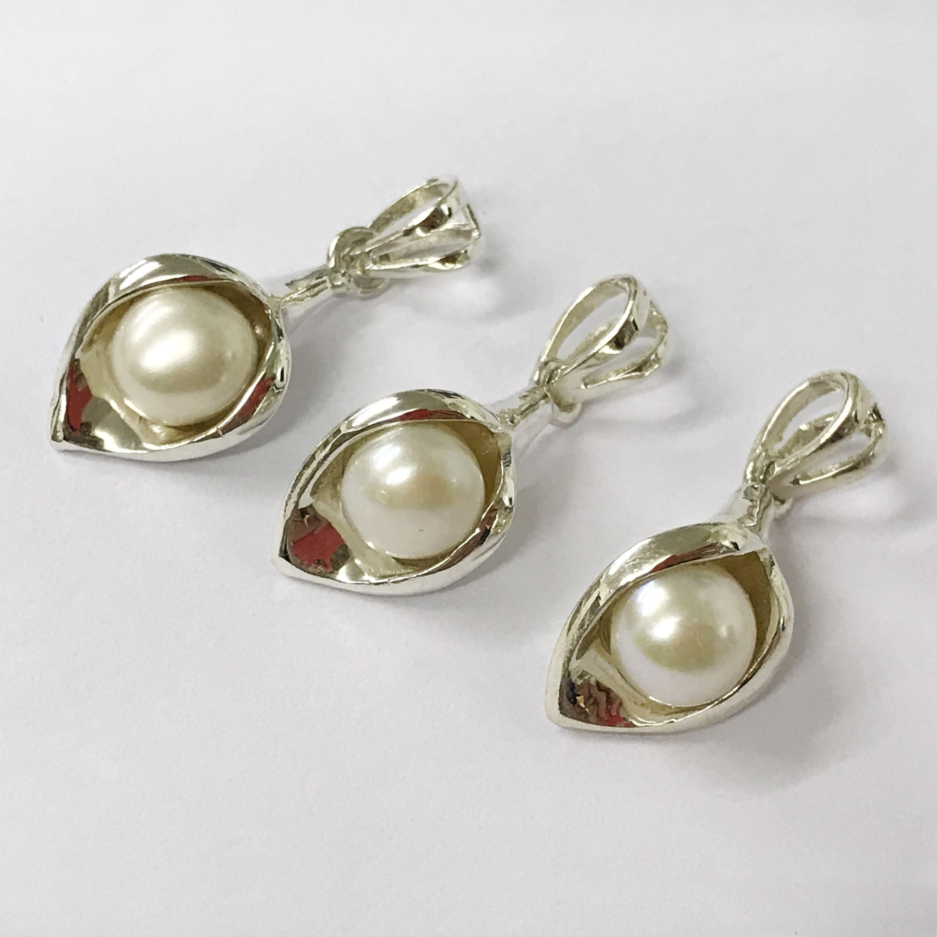 Lot 35 - X3 sterling silver pearl peace lilly pendent