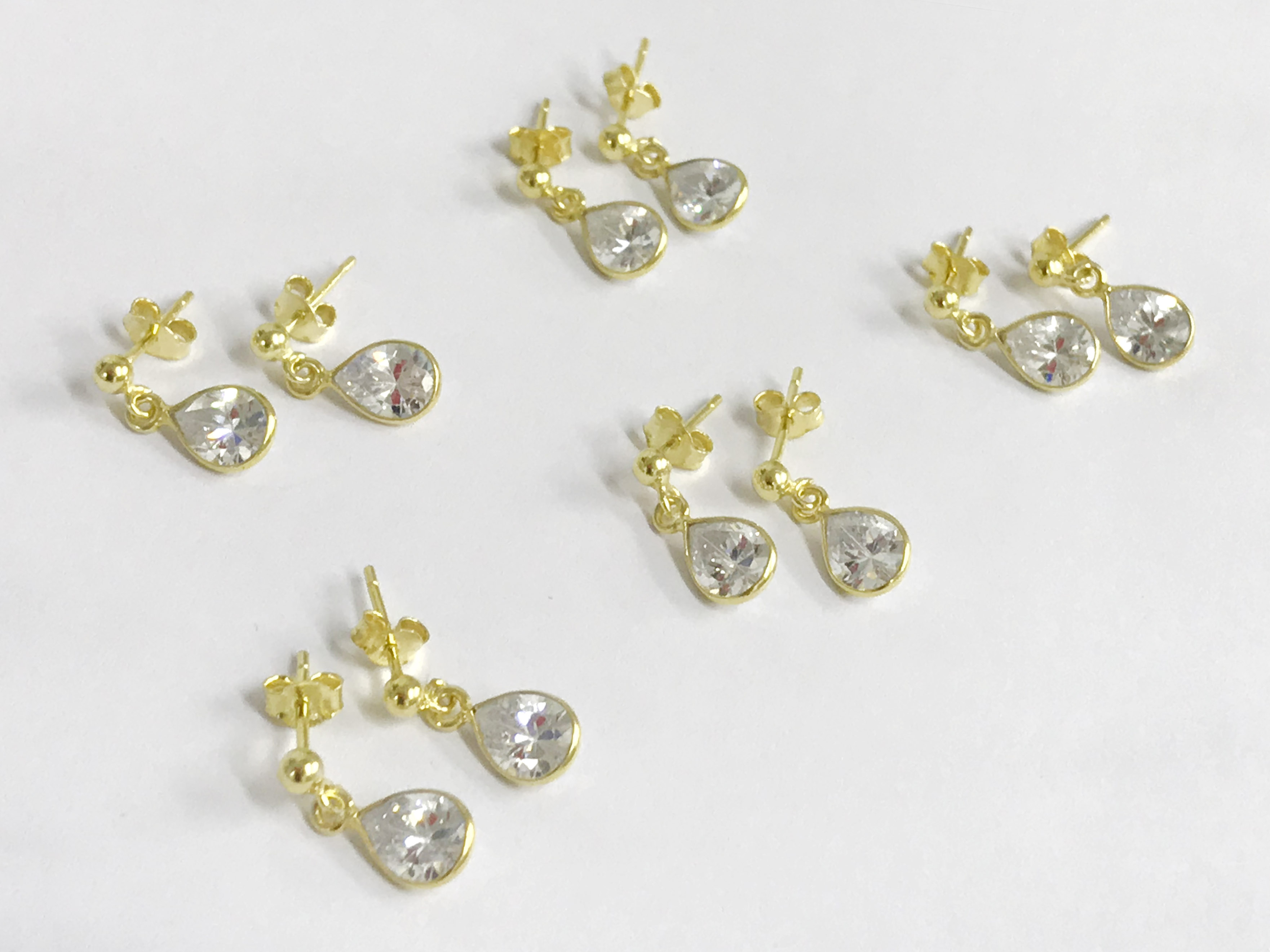 Lot 1 - X5 stud earrings 14k gilt silver topaz stud earrings