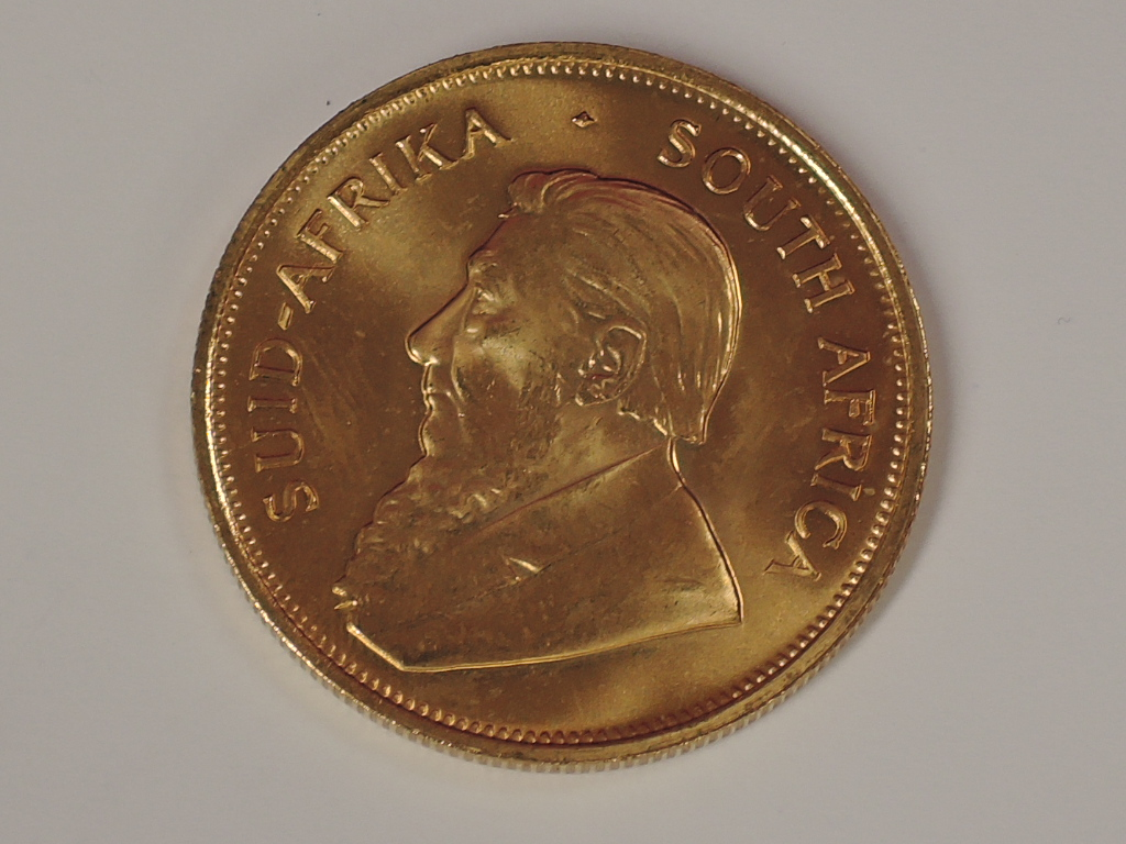 Lot 625 - A gold 1oz 1981 South African Kruggerand coin, in plastic case