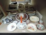 Lot 33 - A selection of vintage ceramics including bunnykins and Shelley