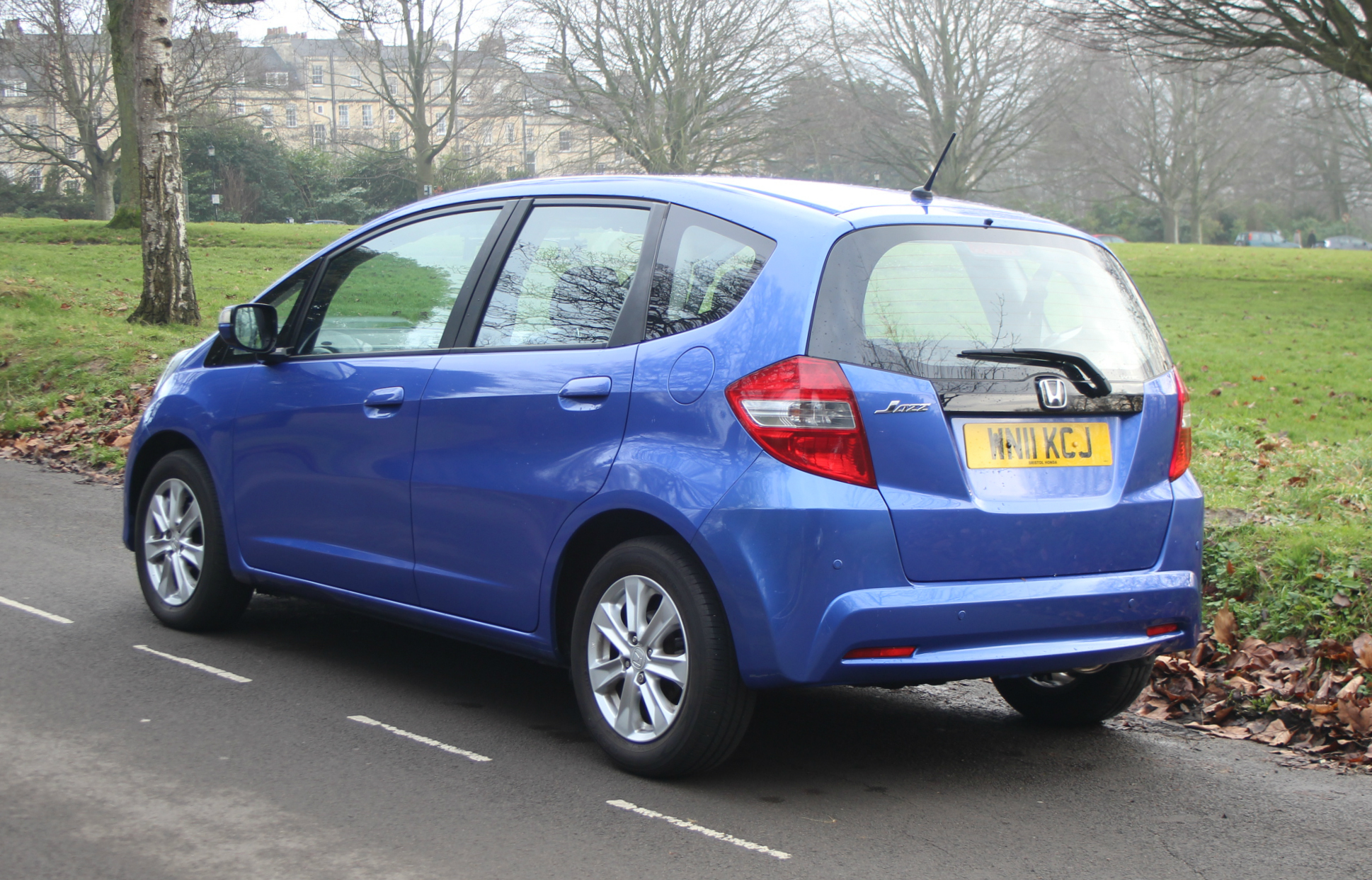 Lot 317 - A HONDA JAZZ FIVE-DOOR HATCHBACK MOTOR CAR in metallic blue, automatic transmission, 1300cc petrol
