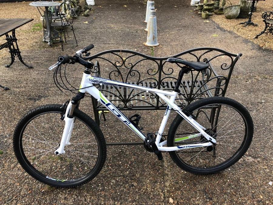 Lot 15 - A GT Aggressor bicycle [P18065826]