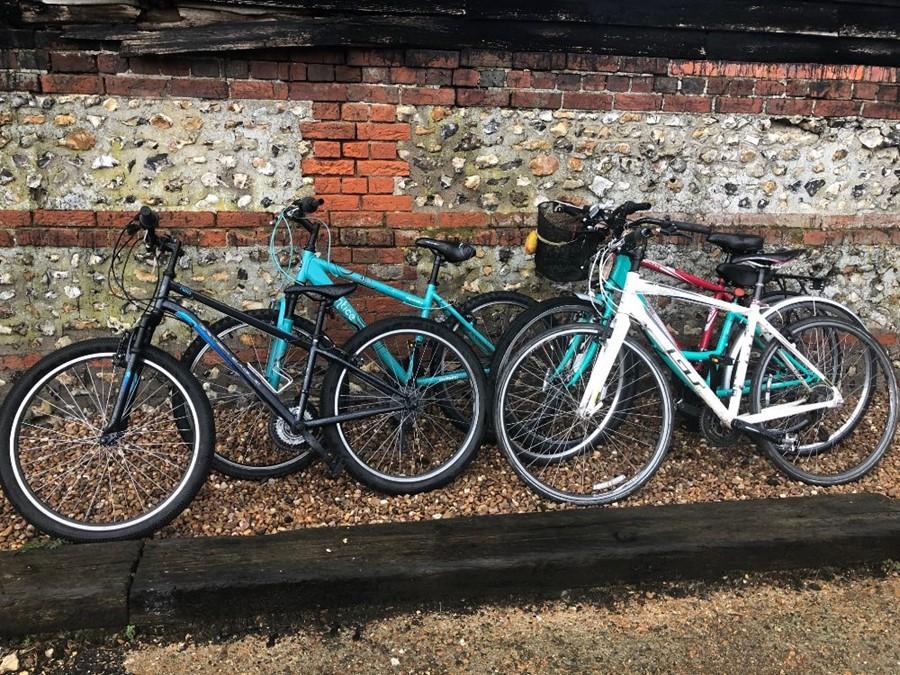 Lot 11 - Five assorted bicycles - Detonate; Cafe; Tachyon; British Eagle (5) [P18062905/P18044766/P18062570/