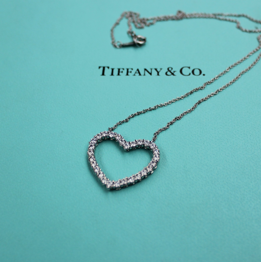 Lot 27A - A Tiffany & Co. platinum large outline diamond set heart, approximately 0.