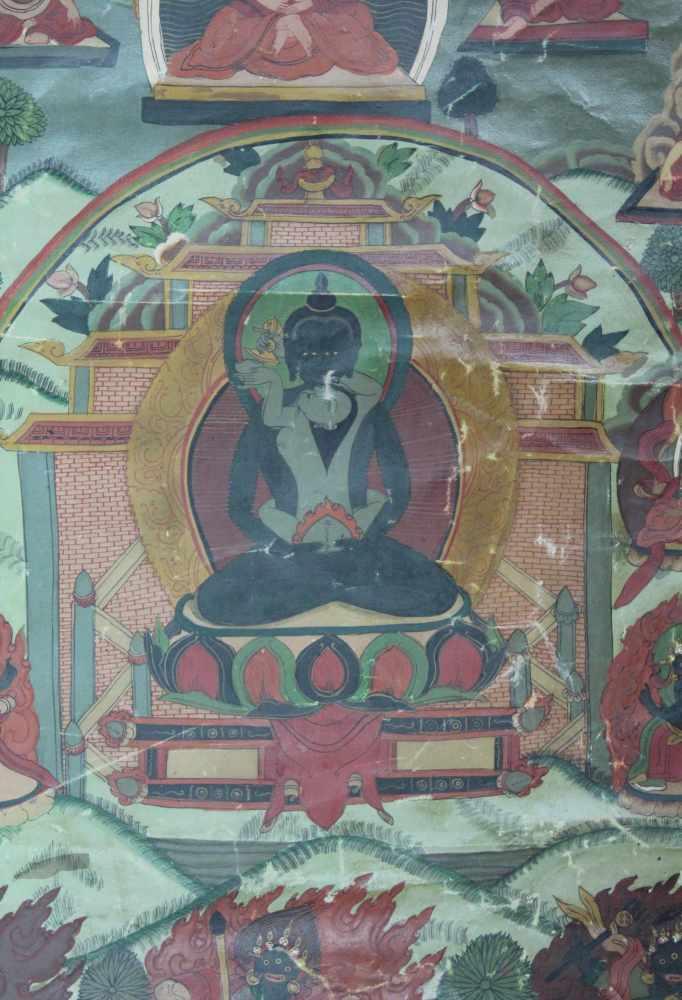 Lot 19 - Darstellung des Maitreya Buddha ? Mit grüner Tara Thangka, China / Tibet alt.65,5 x 44,5 cm.